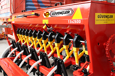 11 Line Chickpea Sowing Machine4
